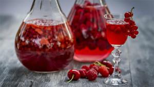 vino-iz-krasnoj-smorodiny