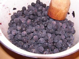 vino-iz-sinego-vinograda-5